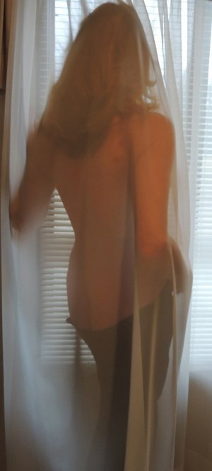 Maria-soledad happy ending massage & escort