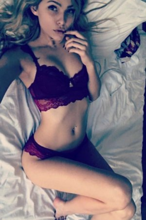 Fanya erotic massage & live escort
