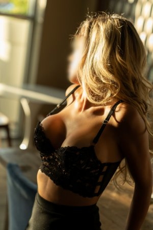 Marie-kelly escort in Broadlands & nuru massage